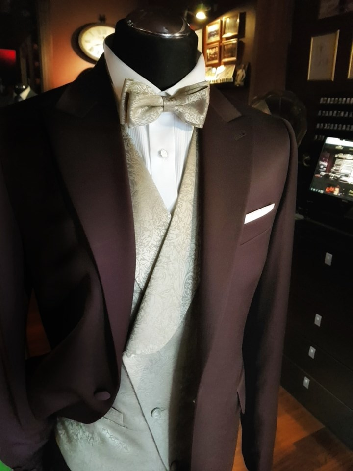 Ślubny garnitur w kolorze wina_447
