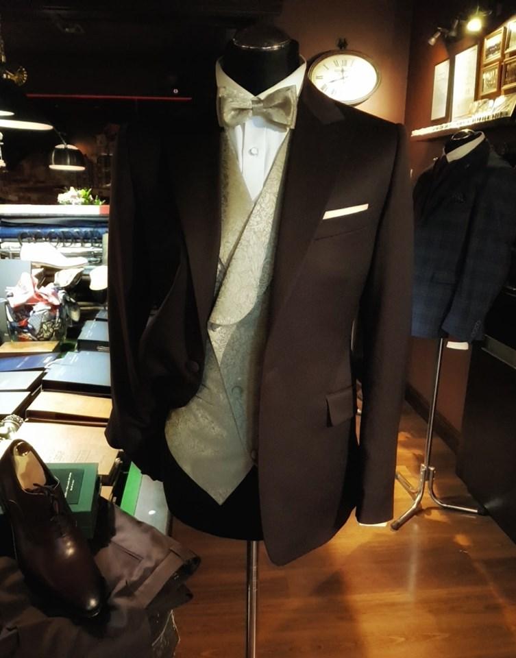 Ślubny garnitur w kolorze wina_448